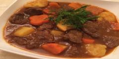Bò hầm khoai